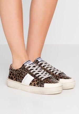 Sneaker low - glitter