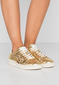 MOA - Master of Arts - Sneakers - gold - 0