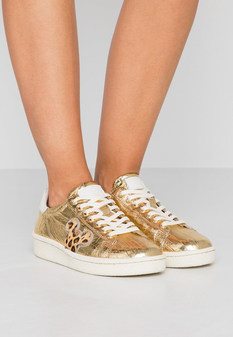 MOA - Master of Arts - Sneakers - gold