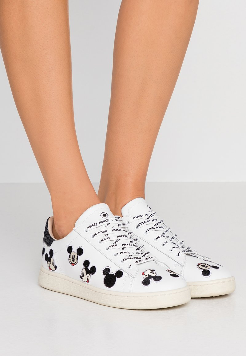 MOA - Master of Arts - Trainers - white
