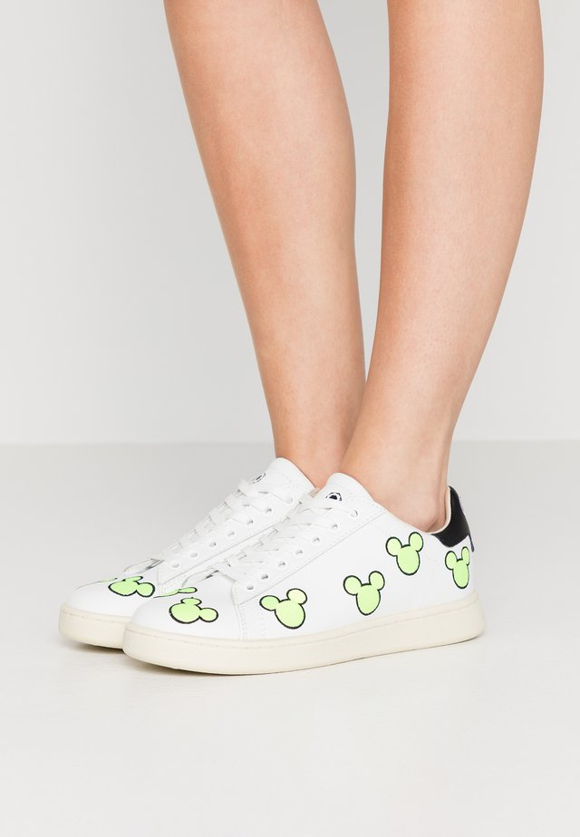 EXCLUSIVE GALLERY MICKEY - Sneakers - white/neon yellow