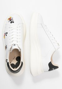 MOA - Master of Arts - DOUBLE GALLERY MICKEY EMBROIDERY - Trainers - white - 3