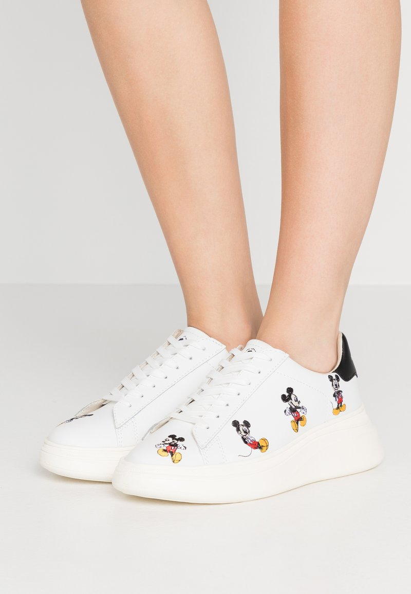 MOA - Master of Arts - DOUBLE GALLERY MICKEY EMBROIDERY - Trainers - white