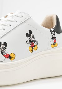 MOA - Master of Arts - DOUBLE GALLERY MICKEY EMBROIDERY - Trainers - white - 2