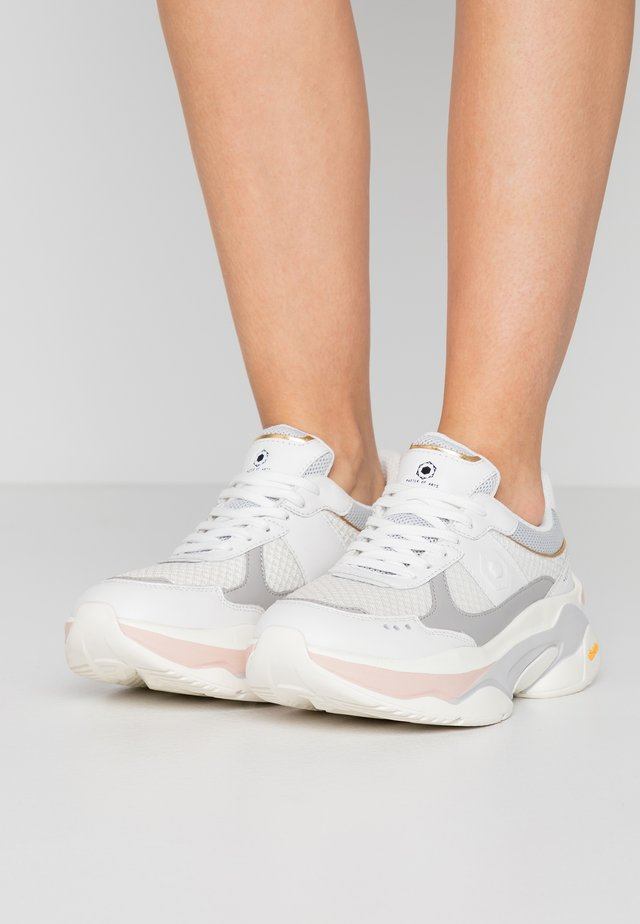 Trainers - white/soft pink