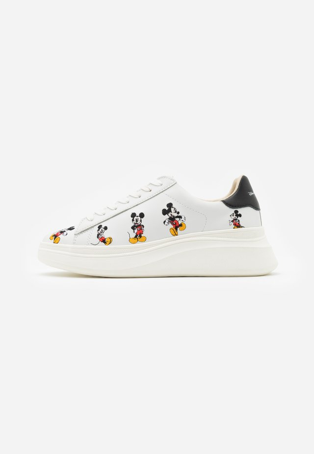 EXCLUSIVE DOUBLE GALLERY MICKEY EMBROIDERY - Sneaker low - black