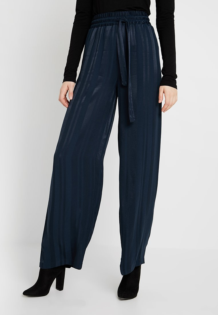 YAS Tall - YASNARNA WIDE PANT TALL - Stoffhose - dark sapphire