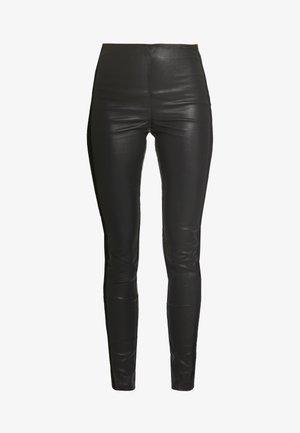 YASZEBA PANEL STRETCH PANT - Pantaloni di pelle - black
