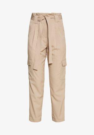 YASCAIRO PANT - Bukse - light taupe
