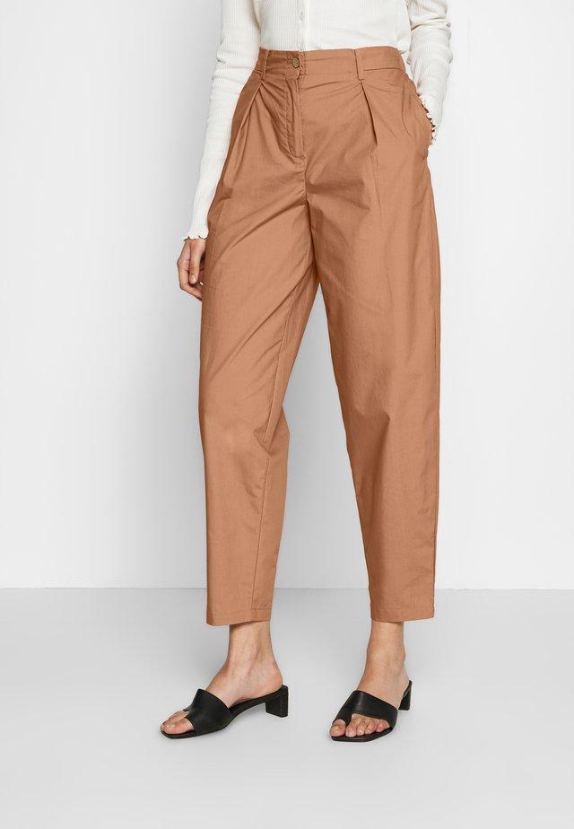 YASBIRCH CROPPED PANT - Spodnie materiałowe - hazel