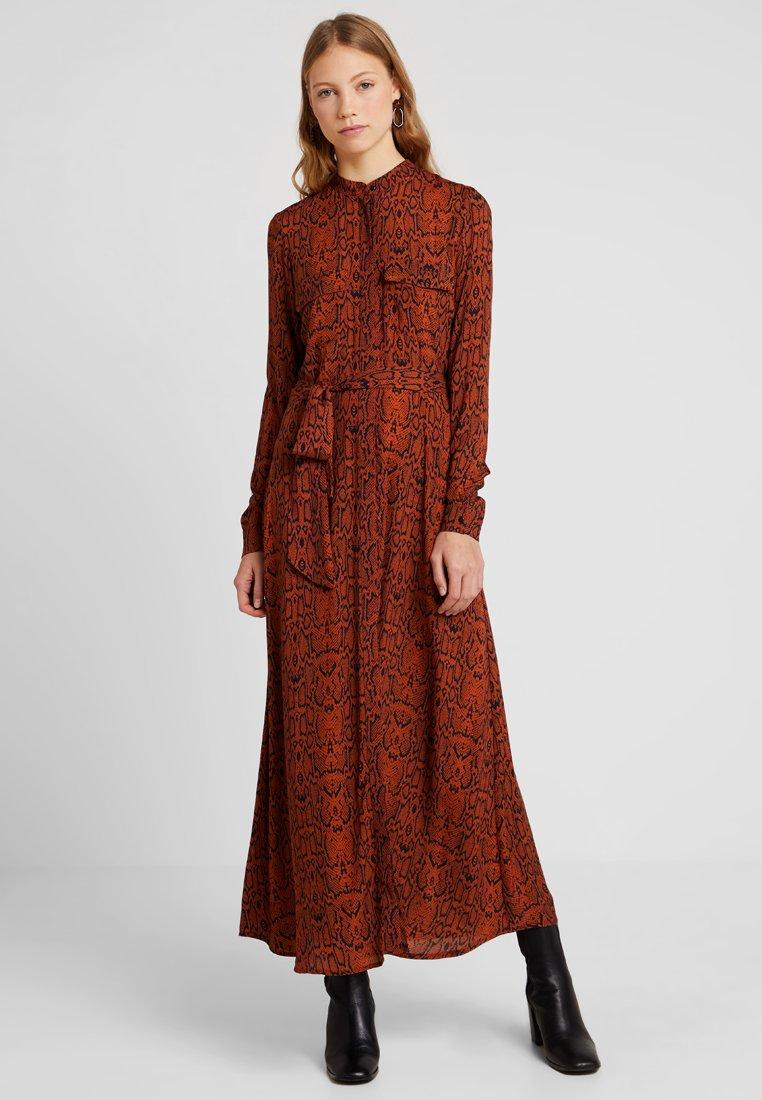 YAS Tall - YASPYTHO DRESS - Maxikleid - bombay brown