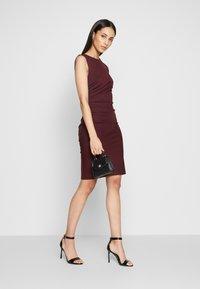 YAS Tall - YASCANE SPRING DRESS - Vestido de tubo - winetasting - 1