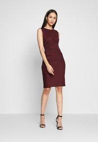 YAS Tall - YASCANE SPRING DRESS - Vestido de tubo - winetasting - 0