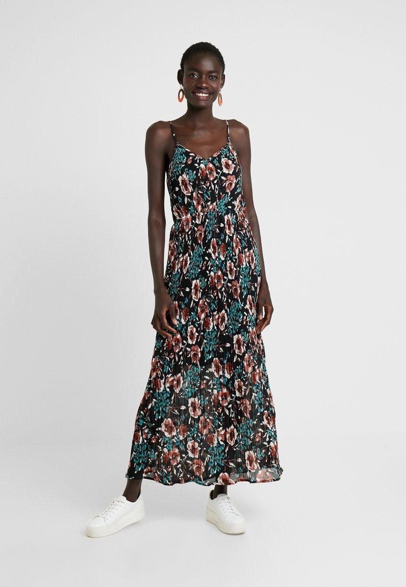 YAS Tall - YASCAMELIA STRAP PLEATED DRESS - Maxikleid - black