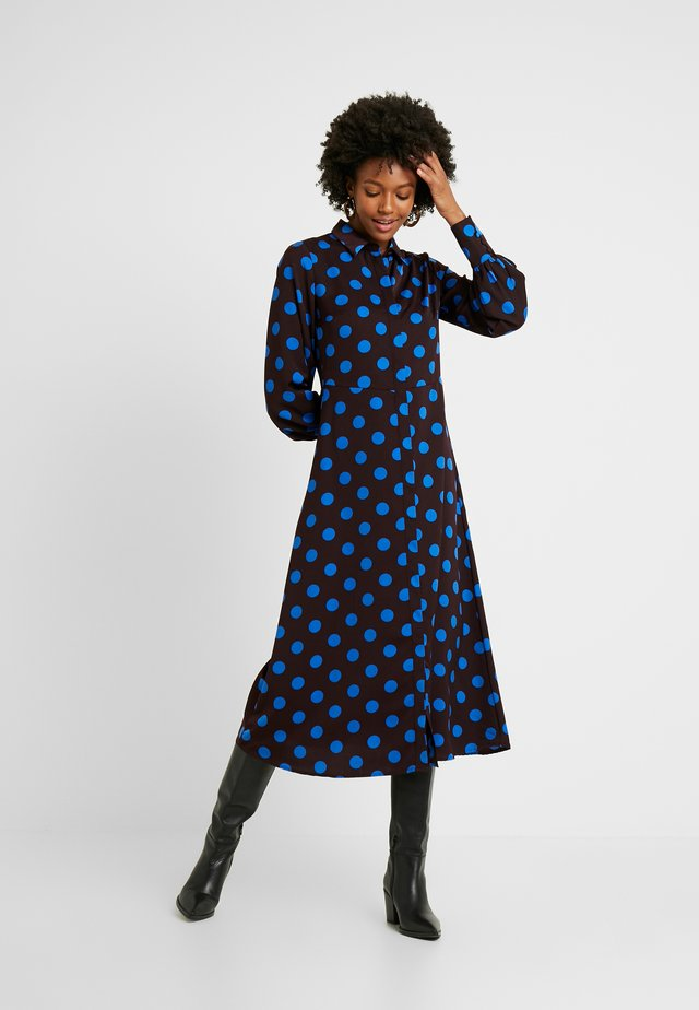 YASGWEN MIDI SHIRT DRESS - Blusenkleid - fudge/gwen