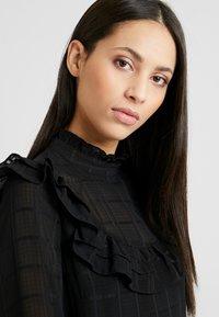 YAS Tall - YASCHECKO DRESS - Korte jurk - black - 4