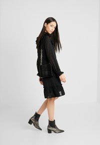 YAS Tall - YASCHECKO DRESS - Korte jurk - black - 2