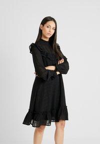 YAS Tall - YASCHECKO DRESS - Korte jurk - black - 0