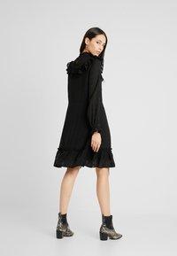 YAS Tall - YASCHECKO DRESS - Korte jurk - black - 3