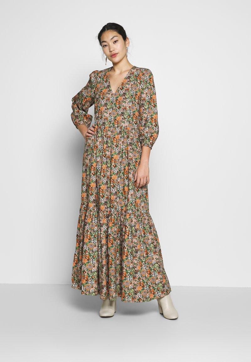YAS Tall - YASFLORALA 3/4 ANKLE DRESS - Vestido informal - coral pink