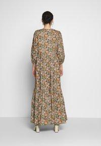 YAS Tall - YASFLORALA 3/4 ANKLE DRESS - Vestido informal - coral pink - 2
