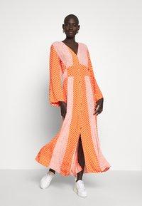 YAS Tall - YASTIARA  LONG DRESS TALL  - Robe longue - tigerlily - 0