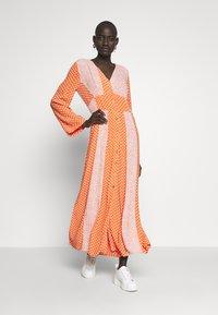 YAS Tall - YASTIARA  LONG DRESS TALL  - Robe longue - tigerlily - 1