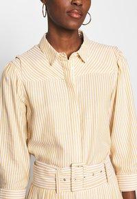 YAS Tall - YASEMBER ICONS - Skjorte - golden rod/star white - 3