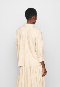 YAS Tall - YASEMBER ICONS - Skjorte - golden rod/star white - 2