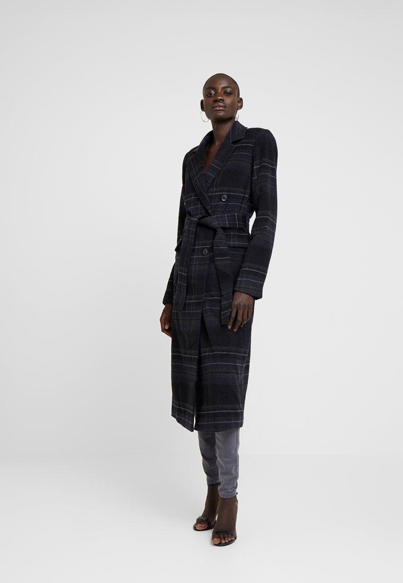 YAS Tall - YASCHARONA CHECK COAT - Płaszcz wełniany /Płaszcz klasyczny - black