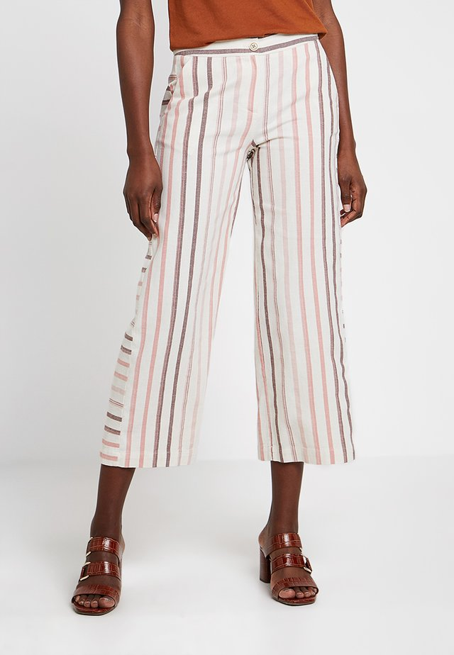 RAW EDGE DETAILED CUT TROUSERS - Trousers - multi color