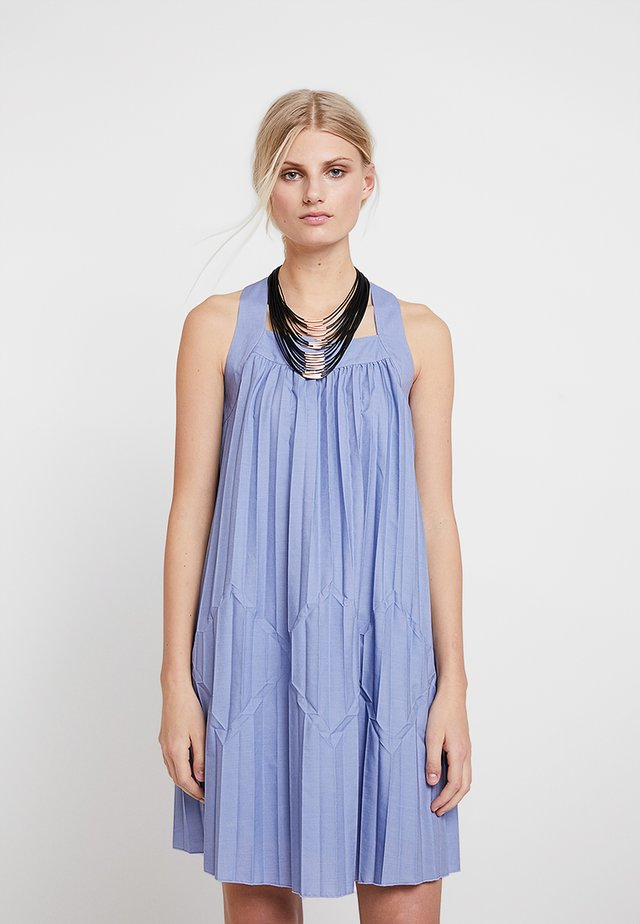 PLEATED SLEEVELESS DRESS - Vapaa-ajan mekko - blue