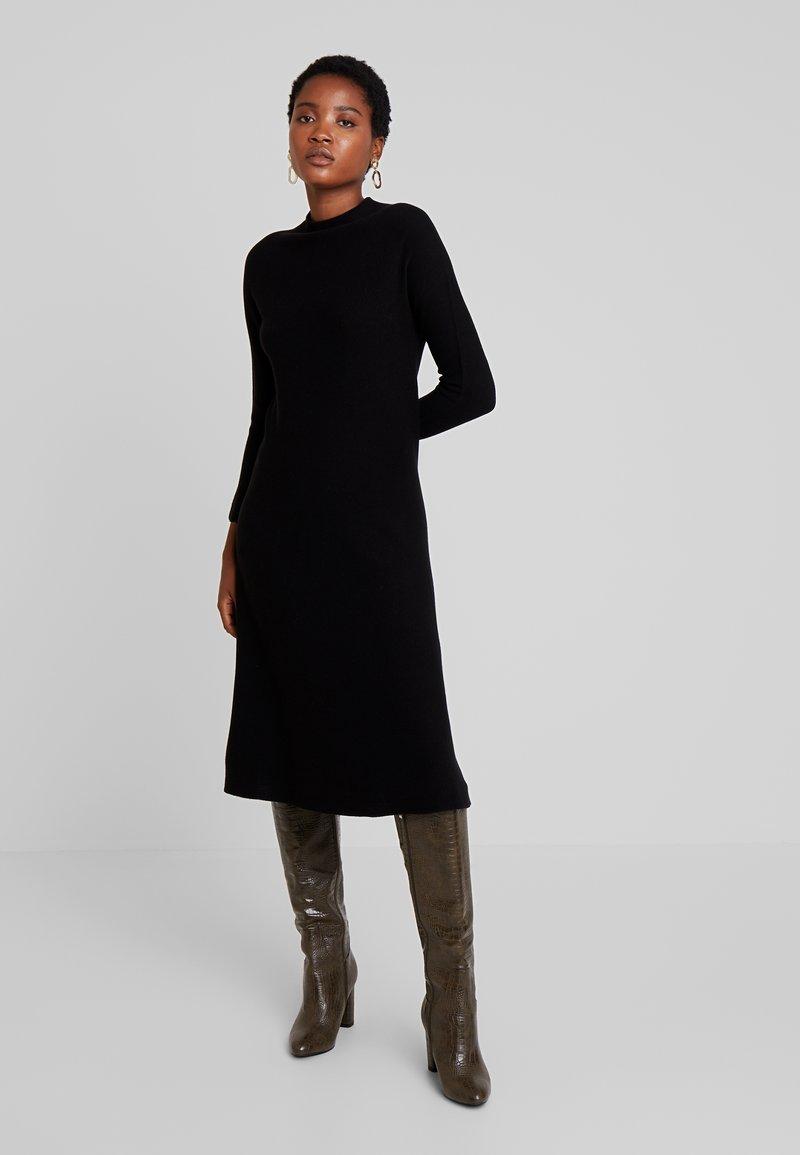 Yargici - HIGH NECK SEAMLESS DRESS - Jumper dress - black