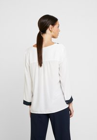 Yargici - CONTRAST DETAILED SHIRT - Bluzka - off white - 2