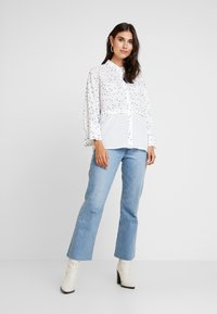 Yargici - CUFF DETAILED RELAXED FIT - Button-down blouse - white/multi color - 1