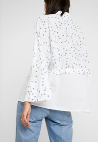 Yargici - CUFF DETAILED RELAXED FIT - Button-down blouse - white/multi color - 4