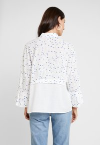 Yargici - CUFF DETAILED RELAXED FIT - Button-down blouse - white/multi color - 2