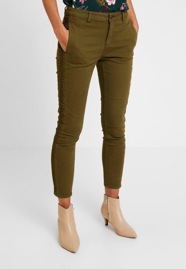 FOLD DETAILED TROUSER - Jeans Slim Fit - khaki