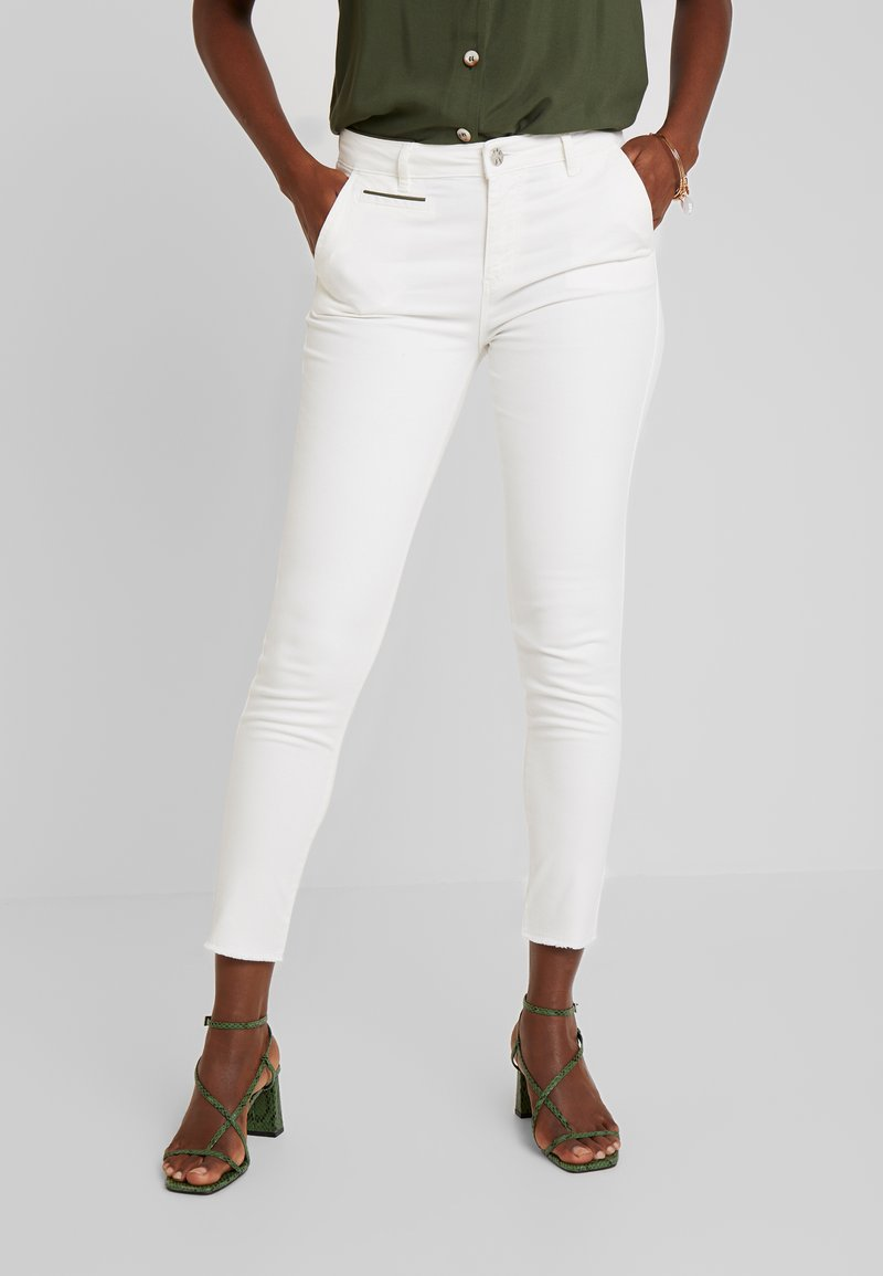 Yargici - PIPING DETAILED TROUSERS - Slim fit jeans - off white