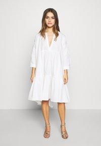 YAS Petite - YASMERIAN DRESS PETITE ICONS - Freizeitkleid - star white - 0