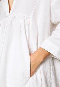 YAS Petite - YASMERIAN DRESS PETITE ICONS - Freizeitkleid - star white - 5