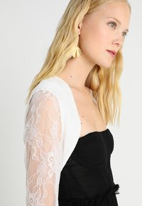 Young Couture by Barbara Schwarzer - Kevyt takki - white - 4