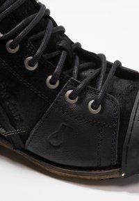 Yellow Cab - INDUSTRIAL - Šněrovací kotníkové boty - black - 5