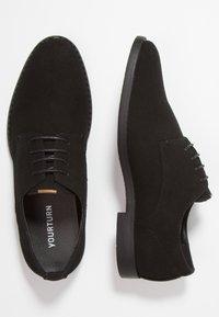 YOURTURN - Elegantní šněrovací boty - black - 1