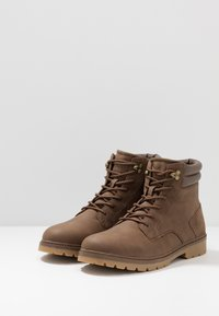 YOURTURN - Botines con cordones - brown - 2