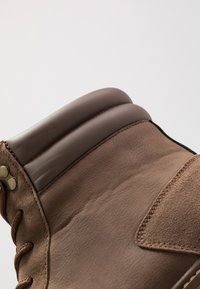 YOURTURN - Botines con cordones - brown - 5