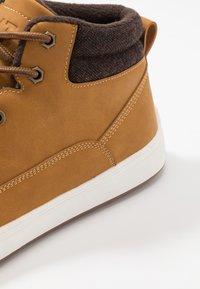 YOURTURN - Sneakersy wysokie - camel - 5