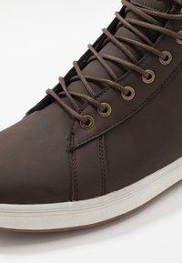 YOURTURN - Sneakersy wysokie - dark brown - 5