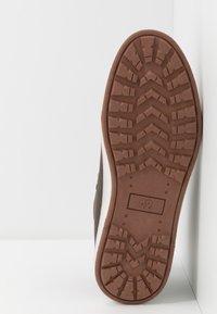 YOURTURN - Sneakersy wysokie - dark brown - 4