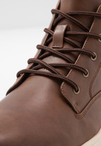 YOURTURN - Zapatillas altas - cognac - 5